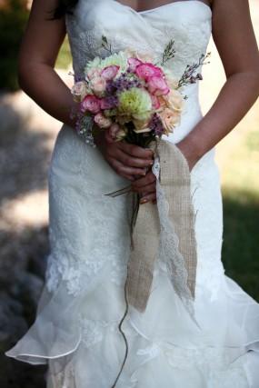 creative-diy-outdoor-wedding-bouquet