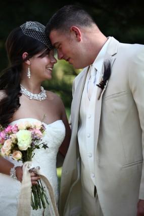 creative-diy-outdoor-wedding-bride-and-groom