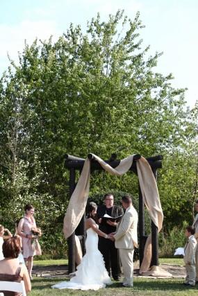 creative-diy-outdoor-wedding-ceremony