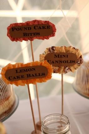 creative-diy-outdoor-wedding-dessert-bar-labels