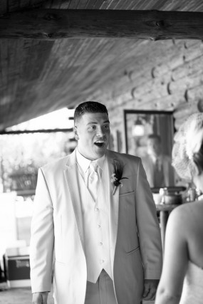 creative-diy-outdoor-wedding-first-look