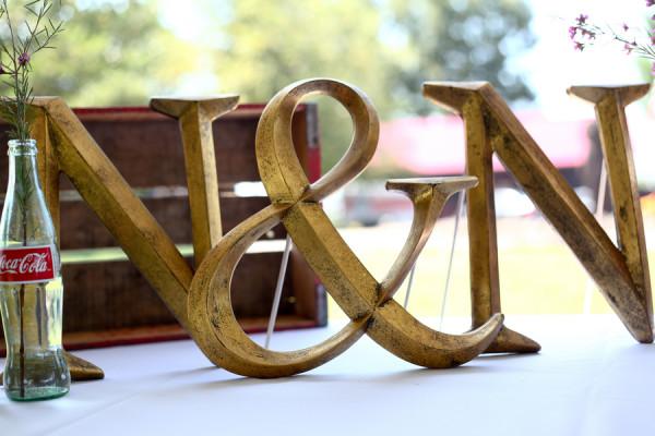 creative-diy-outdoor-wedding-monogram