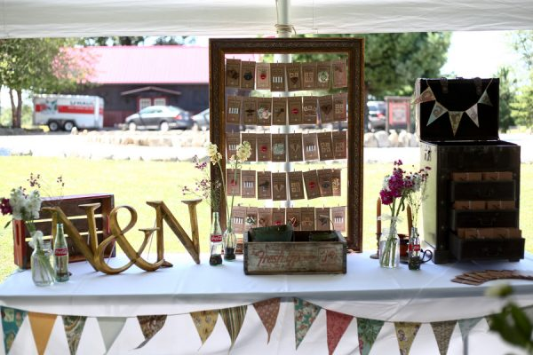 creative-diy-outdoor-wedding-place-card-display