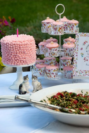 Vintage-DIY-Book-Birthday-Party-Dessert-Table