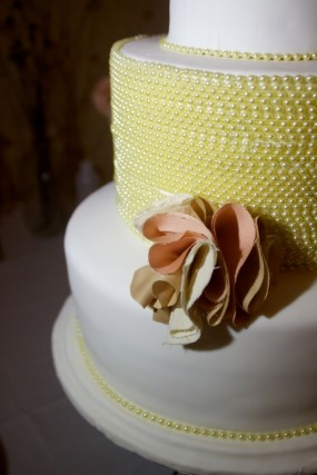fabric-flower-wedding-cake-decor