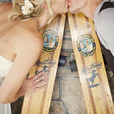 outdoor-diy-wedding-bride-and-groom-with-skis