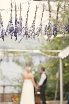 outdoor-diy-wedding-ceremony-lavendar-decor