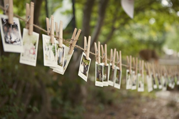 outdoor-diy-wedding-guest-polaroids