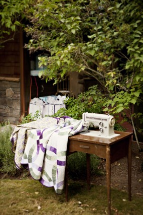 outdoor-diy-wedding-quilt-and-sewing-machine