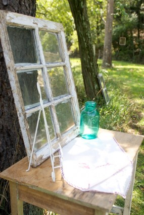 outdoor-window-pane-wedding-decor