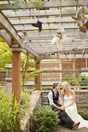 outdor-diy-wedding-bride-and-groom