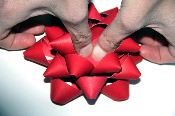 assembling-christmas-bows