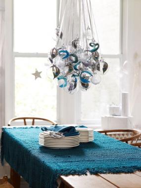 christmas-bulb-chandelier