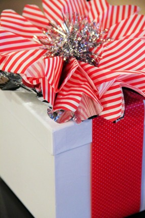 diy-candy-cane-christmas-gift-wrap