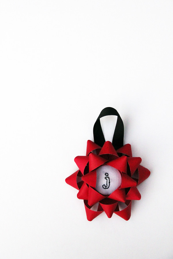 diy-embroidered-christmas-bow-ornaments