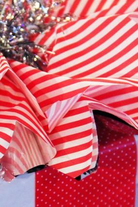 diy-stripe-polka-dot-gift-wrap