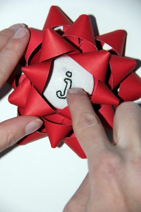 embroidered-button-christmas-bow
