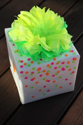 neon-diy-gift-wrap