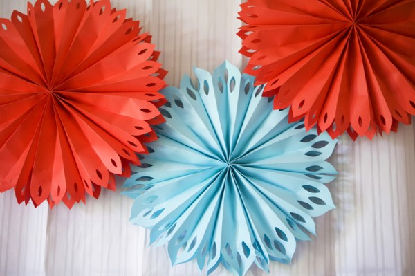 red-and-blue-birthday-party-decor