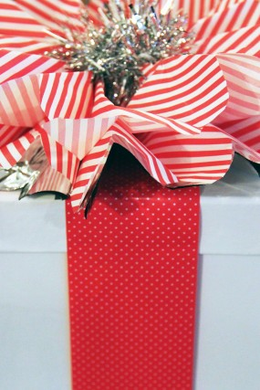 red-white-silver-diy-holiday-gift-wrap