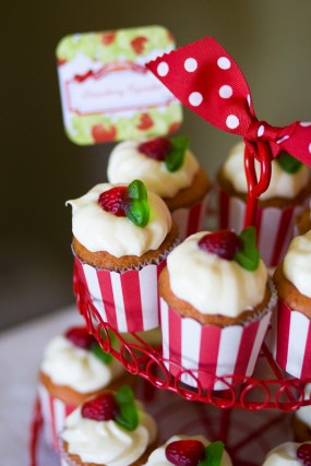 strawberry-birthday-party-cupcakes