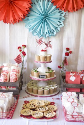 strawberry-birthday-party-food-display