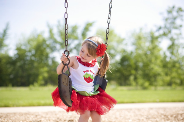 strawberry-birthday-party-outfit