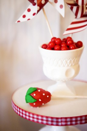 strawberry-cake-pop