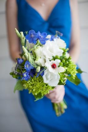blue-diy-wedding-bouquet