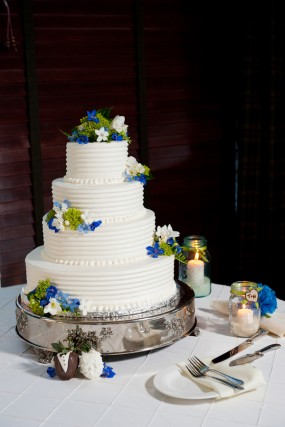 blue-white-wedding-cake