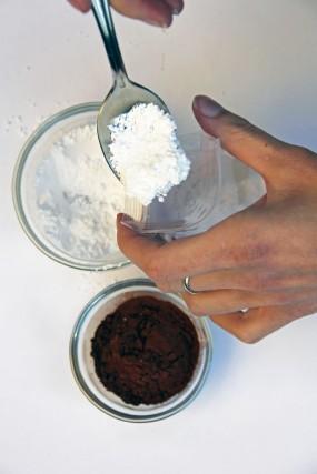 cake-in-a-cup-valentine