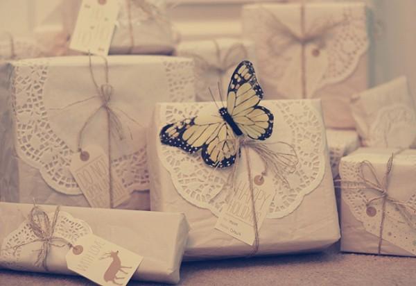 diy-doily-gift-wrap