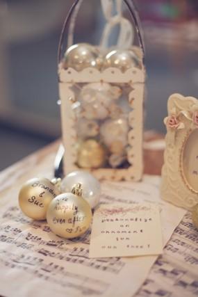 diy-ornament-guest-book