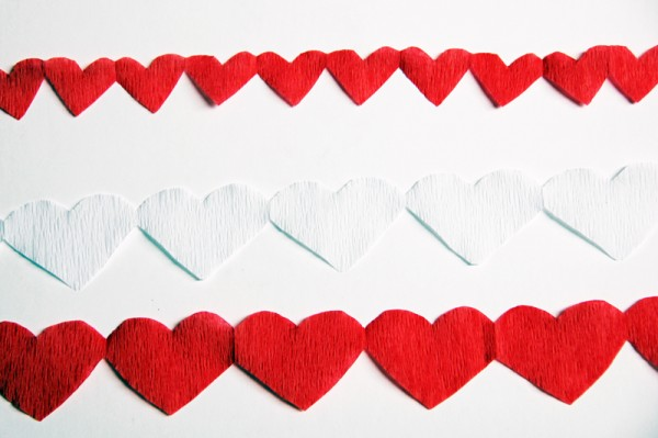 diy-red-white-heart-streamers