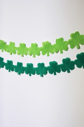 diy-shamrock-streamer-garland
