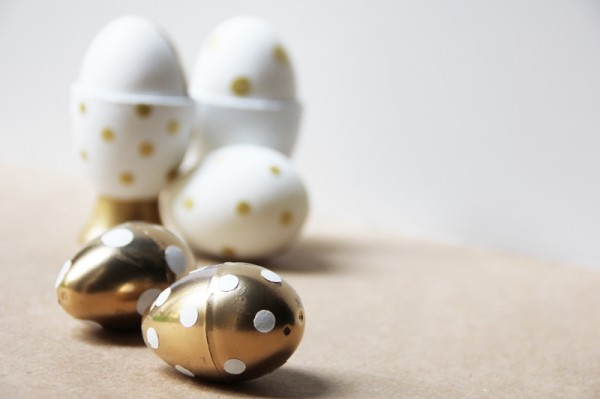 diy-gold-polka-dot-easter-eggs-egg-cups