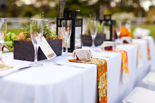 offbeat-diy-spring-inspired-california-wedding-vintage-vera-napkins-table-decor