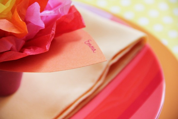 place-cards-and-paper-flowers