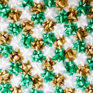 DIY Christmas Bow Backdrop