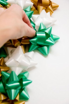 DIY Christmas Bow Backdrop