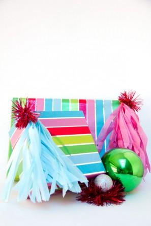 DIY Fringe Tassel Gift Toppers (6)