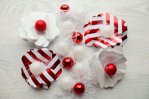 DIY Holiday Paper Flowers for Gift Packaging by Icing Designs | Studio DIY (3)
