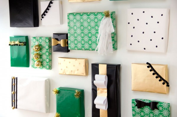 DIY Holiday Present Photo Backdrop by Studio DIY