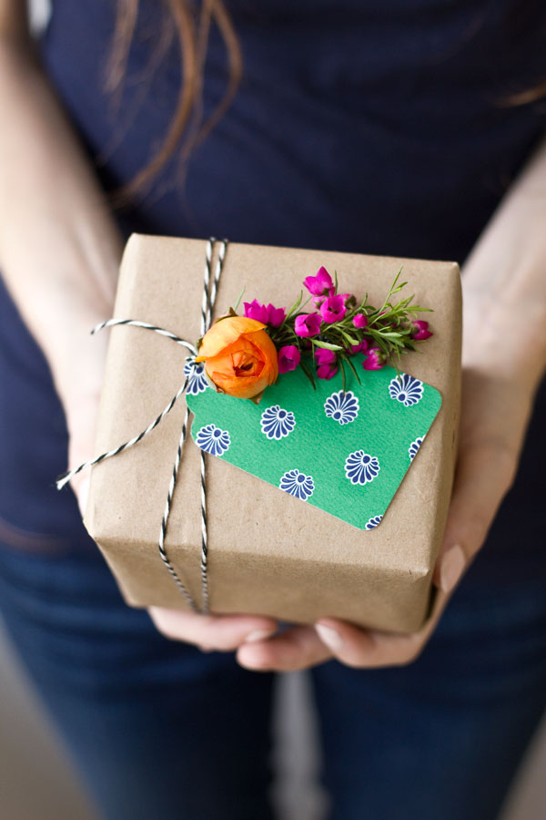 DIY Fresh Flower Gift Tag
