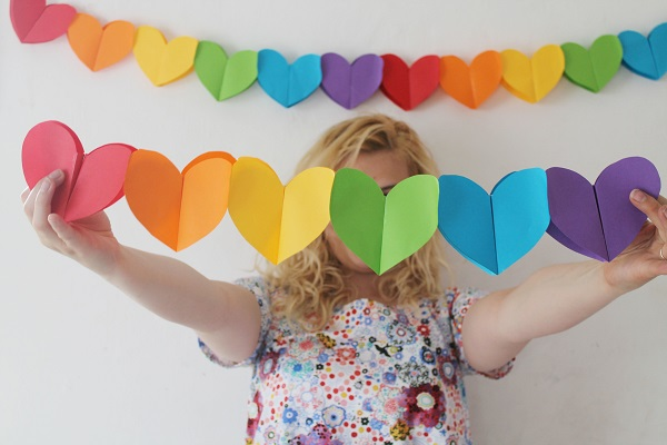 DIY Foldable Heart Garland