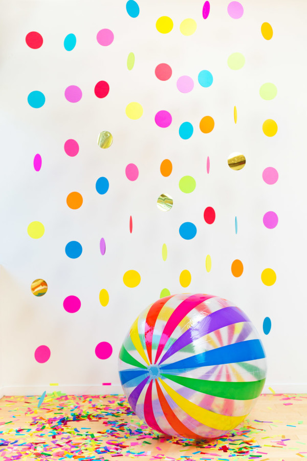 DIY Floating Confetti Photobooth In a Box