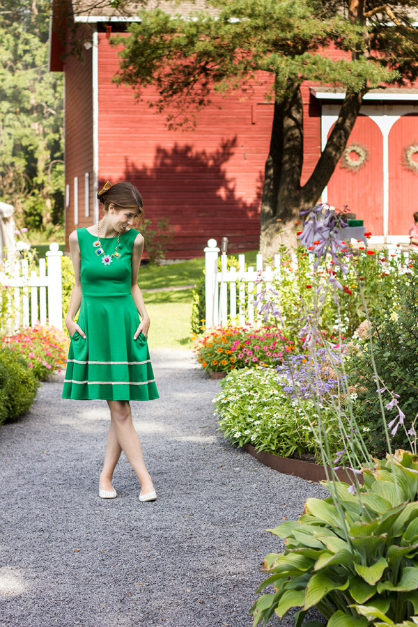 What to Wear to a Casual Outdoor Wedding