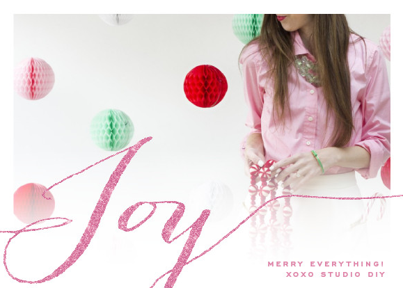 DIY Honeycomb Backdrop for Holiday Photo Cards3