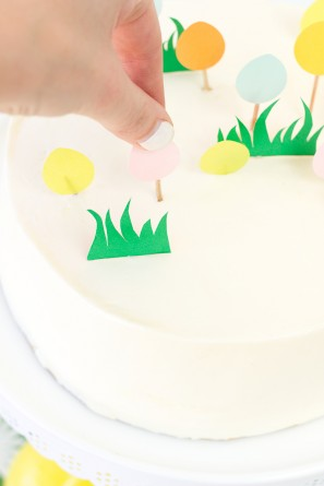 How to Make an Egg Hunt Cake