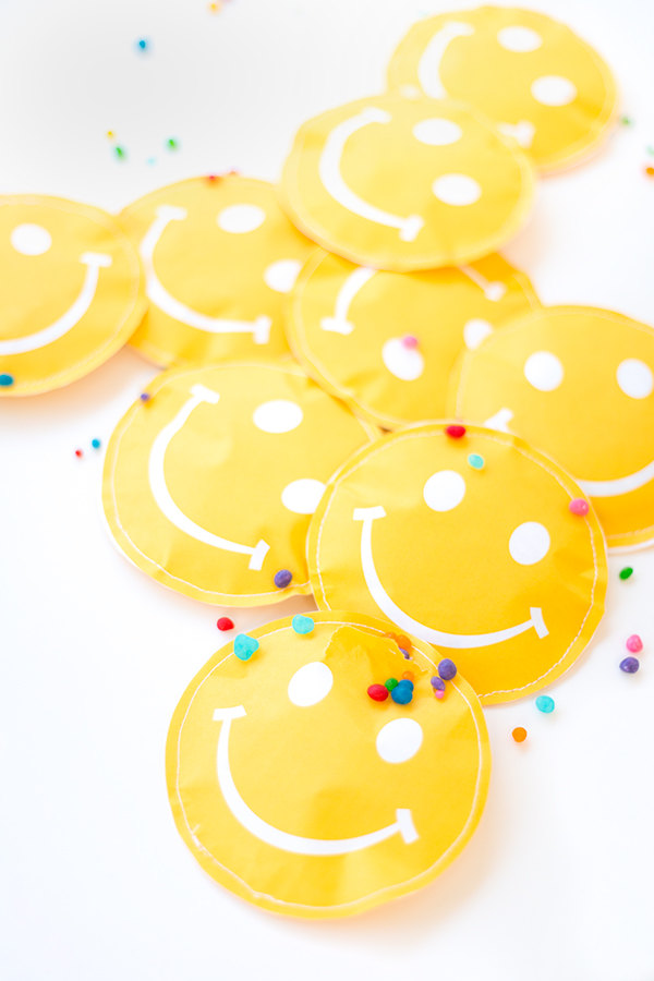 Free Printable Smiley Face Favor Pouches1